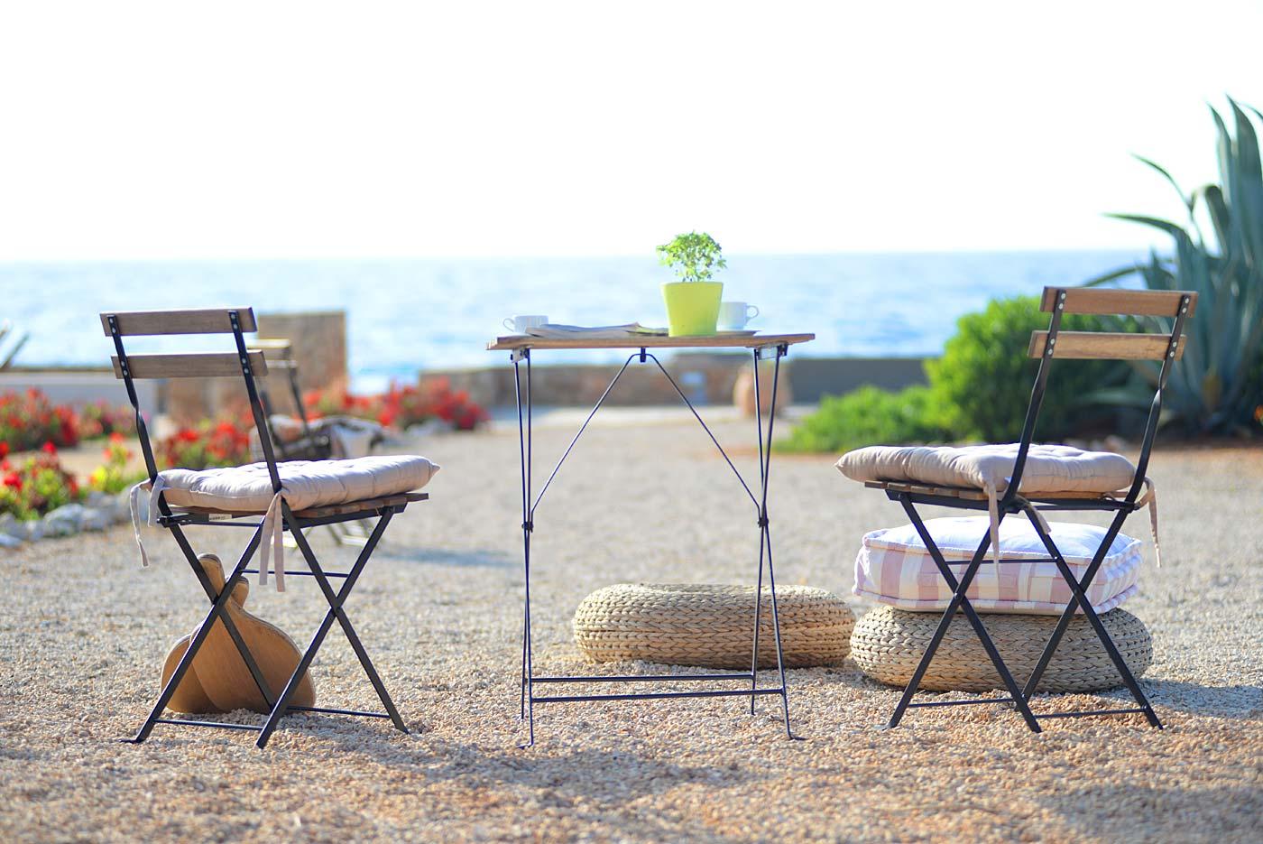 Καρέκλες, αίθριο